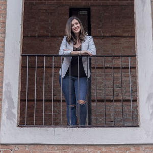 sarah standing balcony profile picture